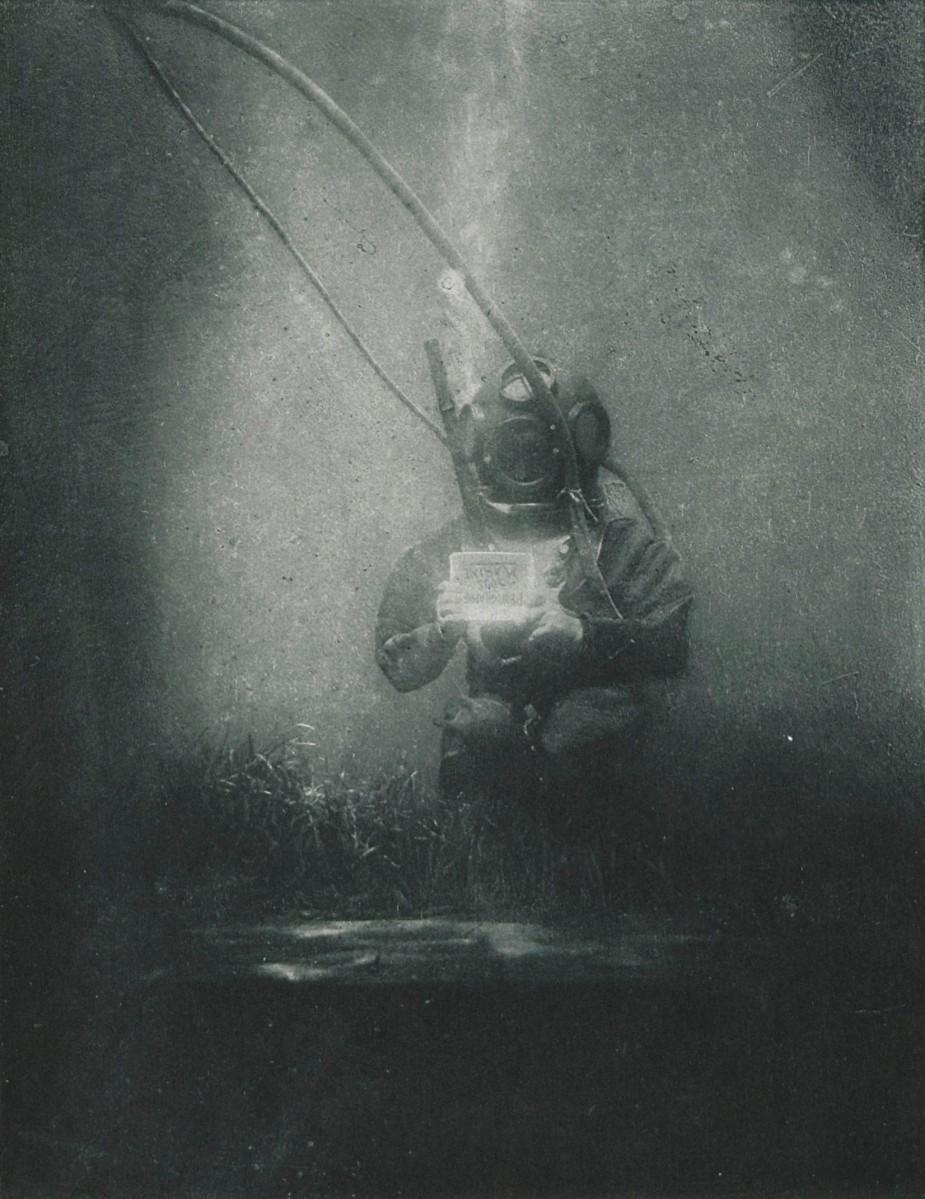 La primera fotografía tomada debajo del agua